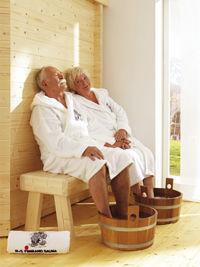 jungbrunnen f r die beziehung gemeinsames saunabad sorgt f r zweiten fr hling epr der. Black Bedroom Furniture Sets. Home Design Ideas