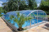 Witterungsunabhängiger Wasserspaß - Schiebeüberdachung verwandelt Swimmingpool in Allwetterbad
