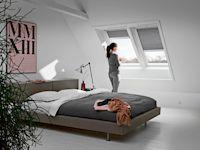 Velux Smart Ventilation sorgt nicht nur kontinuierlich für frische Luft, sondern speichert zudem die Wärme aus der abziehenden Raumluft und nutzt sie zum Erwärmen der von außen zugeführten Luft.