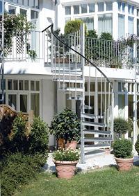Einmal Terrasse Und Zuruck Aussentreppen Verbinden Balkon Und