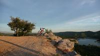 Der Weg ist das Ziel - Fahrräder mit Elektroantrieb führen bequem über Berg und Tal