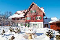 Wintervergnügen mit besonderem Charme - Historisches Landhotel vor alpiner Kulisse bezaubert seine Gäste